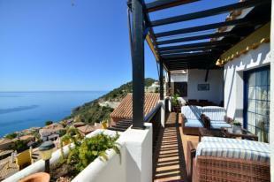 Beautiful penthouse w/ big terrace & sea views