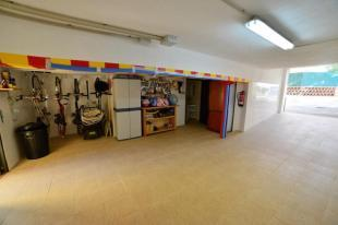 spacious garage with direct access from the road