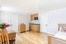 Studio apartment in CRAVEN HILL GARDENS...