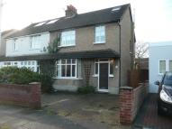 4 bed semi detached house in Queens Road, Hayes, UB3