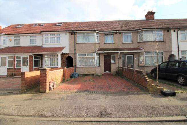 bedroom terraced house to rent in carlyon road hayes ub4 ub4