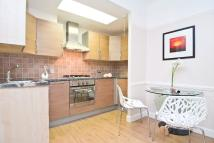 Flat to rent in VICARAGE GATE, London, W8