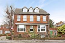 Flat to rent in Station Road, Marlow...