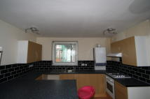 2 bedroom Apartment in Queensdale Crescent...