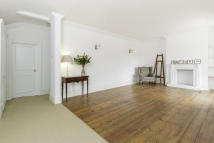 2 bed Flat in Old Oak Road, Acton Vale...