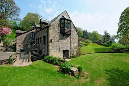 Detached Character Property with Annexe