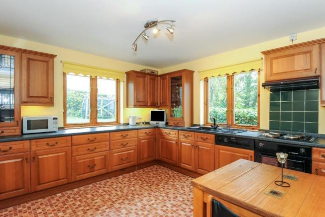 Extensively fitted kitche/breakfast room