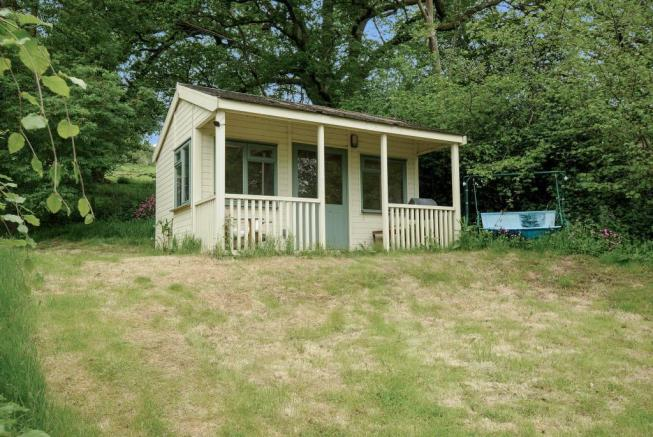 Detached chalet with views over the valley