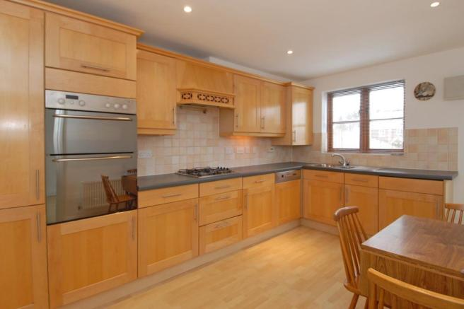 Fitted kitchen with space for a kitchen table