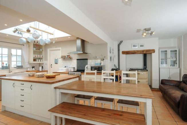 Well appointed and light kitchen/breakfast room