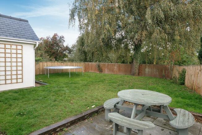 Enclosed lawned garden