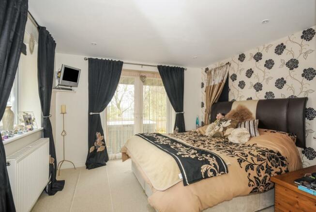 Master bedroom with shower en-suite
