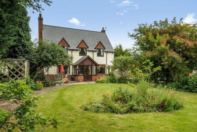 Character house with ground floor annexe