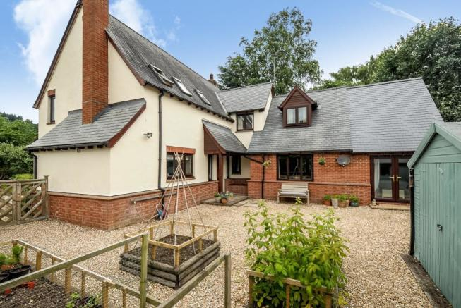 Spacious 4 bedroom house with mature gardens