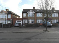 3 bed End of Terrace property in Rose Glen, Romford...
