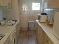 Ground Flat to rent in De Vere Gardens, Ilford...