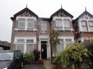 1 bed Ground Flat in Kensington Gardens...
