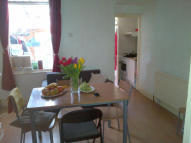 Flat to rent in Corporation Street...