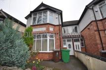 6 bedroom semi detached house to rent in Thorncliffe Road...