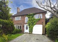 4 bed Detached house in Meadway...