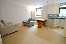 Flat to rent in Aldersgate Court...