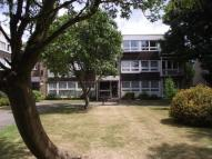Ground Flat in Foxgrove, London, N14