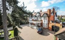 6 bed Detached property in The Drive...