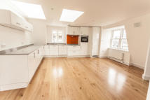 2 bed Duplex in Camden High Street...