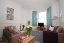 1 bed Flat to rent in Ravensbourne Road...