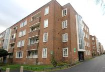 Ground Flat to rent in Sparsholt Road London...