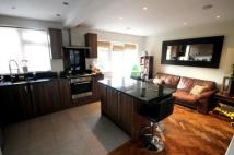 3 bedroom semi detached house to rent in Almond Close...