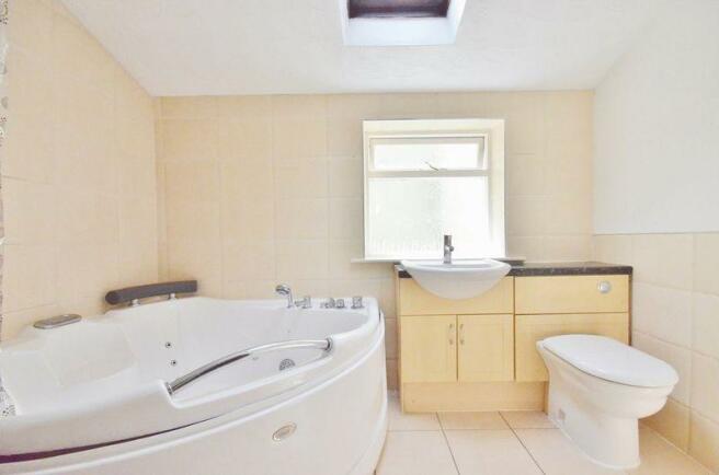 Flat B - bathroom