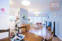 2 bedroom Flat to rent in Goldsmith Row...