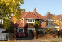 4 bed Detached home in Grove Park Road...