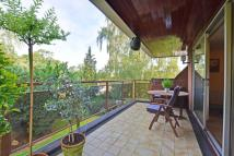 3 bed Flat for sale in Holmbury Park, Bromley...
