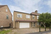 5 bedroom home in The Drive, Enfield, EN2