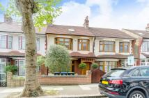 4 bed house in Hawthorn Avenue...