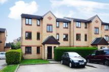 Flat to rent in Woodfield Close, Enfield...