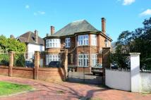 5 bed property in Broad Walk...