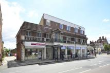 Flat to rent in Enfield Town...