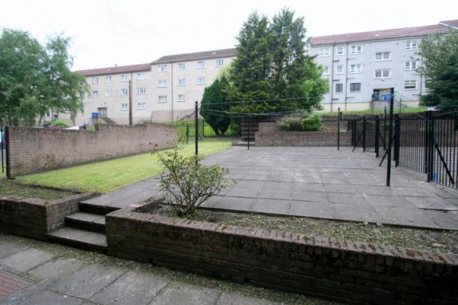 949_Tollcross Road. Courtyard.JPG