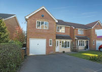 Detached home in Lincoln Way, Crowborough...