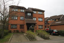 2 bedroom Ground Flat to rent in Pavilion Way, Edgware...