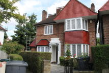 5 bed Detached property to rent in Gloucester Gardens...
