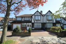 6 bed semi detached property in Oakleigh Gardens...