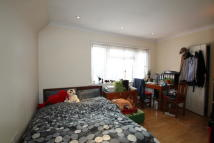 Studio flat in Broadfields Avenue...