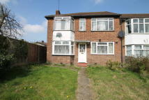 2 bedroom Ground Maisonette in Selwyn Court, Bacon Lane...