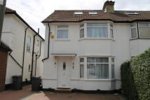 4 bed semi detached home to rent in Meadow Gardens, Edgware...