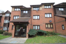 Flat to rent in PAVILION WAY, Edgware...