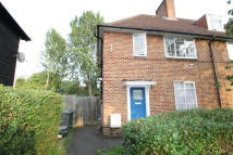 Maisonette to rent in Colchester Road, Edgware...